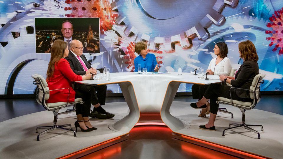 Von links:Sarna Röser, Lars Feld (zugeschaltet), Peter Altmaier, Maybrit Illner, Annalena Baerbock, Manuela Conte