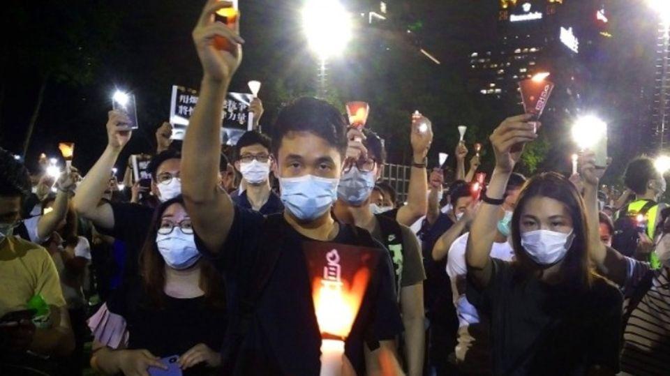 Hongkonger trauern trotz Gedenkverbot