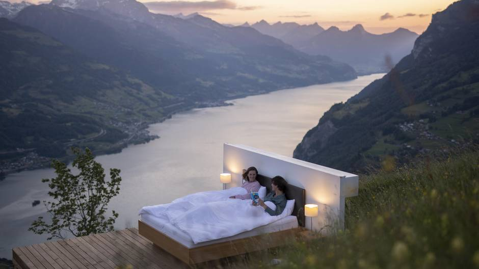 """""""Zero real Estate"""" : Mondscheintarif? In diesem Outdoorzimmer schlafen Reisende am Hang"""
