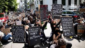 Demonstration gegen Rassismus und Polizeigewalt vor dem US Konsulat am Hamburger Alsterufer