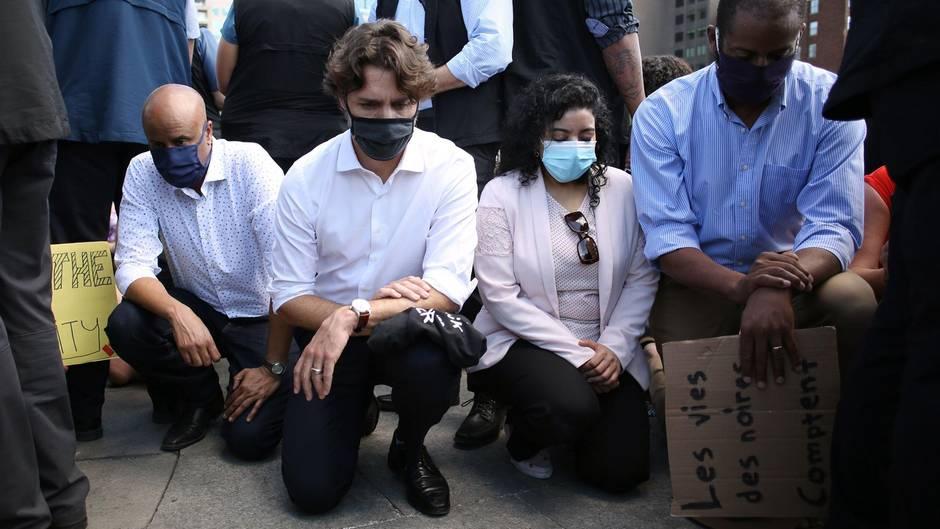Solidarität in Kanada: Justin Trudeau kniet vor tausenden Demonstranten nieder