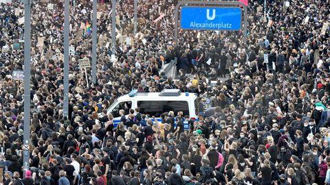 Berlin: 15.000 Menschen protestieren gegen Rassismus