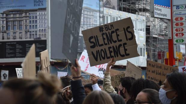 """""""Silent Demo"""" gegen Rassismus in Hamburg"""