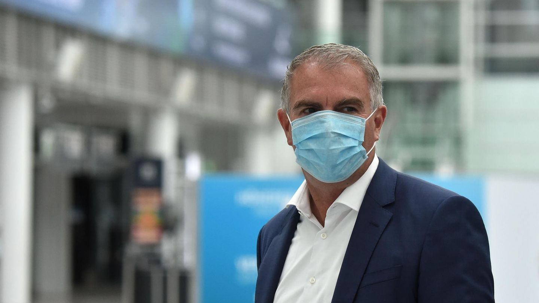 Lufthansa-Chef mit Maske:Carsten Spohr am Flughafen München