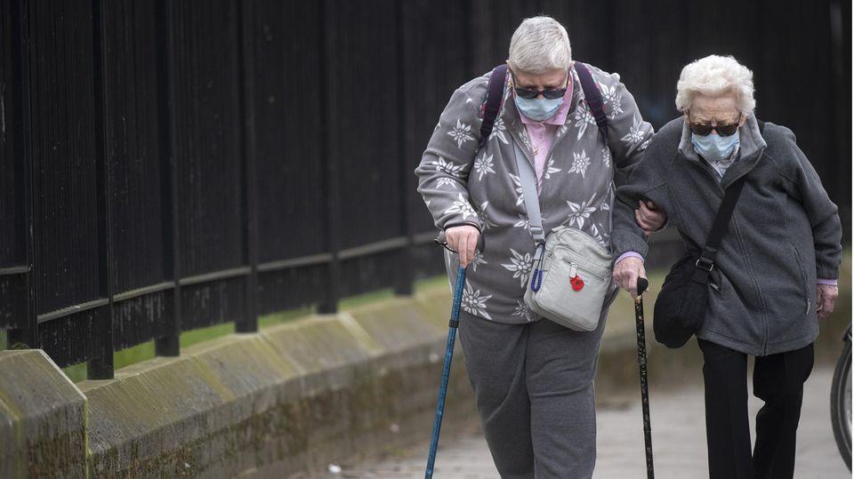 Covid-19-Erkrankungen: Warum so viele Menschen in Großbritannien an Corona sterben