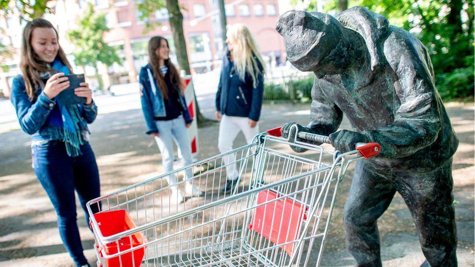 Der Bronzemann in Bremen ist zu einem beliebten Fotomotiv geworden