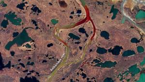 Ein Satellitenbild zeigt den FlussAmbarnaja, nachdem etwa 20.000 Tonnen Dieselöl in das Gewässer gelaufen sind