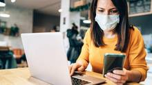 Die Corona-Warn-App soll ab nächste Woche über möglich Kontakte zu Infizierten informieren (Symbolbild)