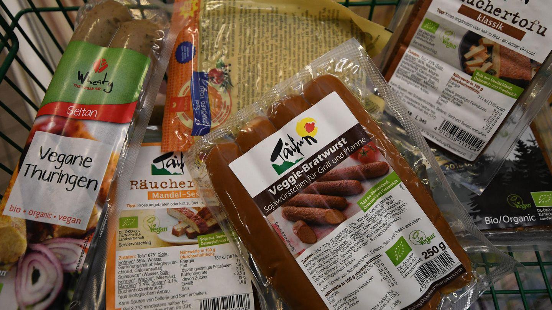 Vegane Lebensmittel im Einkaufswagen