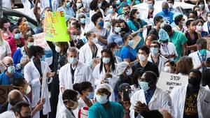 Medizinische Angestellte in New York demonstrieren