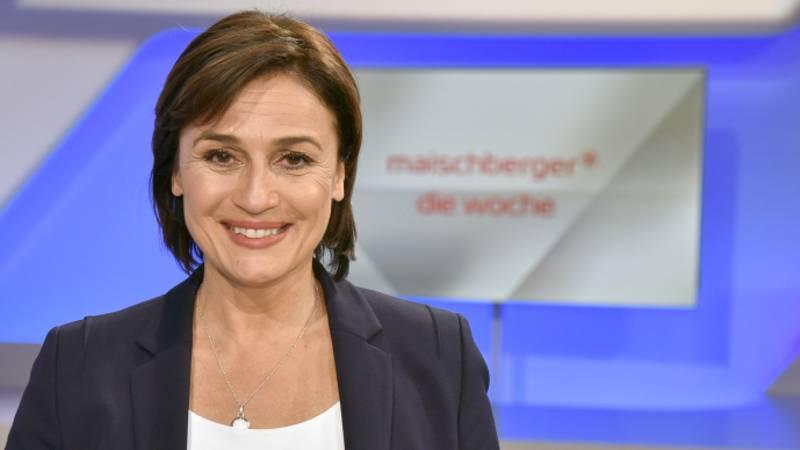"""Moderatorin Sandra Maischberger im Studio bei der Aufzeichnung der Sendung """"maischberger. die woche."""""""