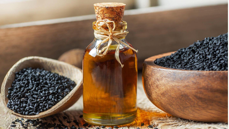 Schwarzkümmelöl soll gegen Zecken helfen