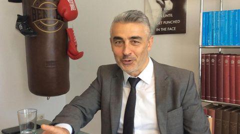 """Mordfall Lübcke: Mustafa Kaplan hat türkische Wurzeln und vertritt den Neonazi Stephan Ernst: """"Bin da komplett farbenblind"""""""
