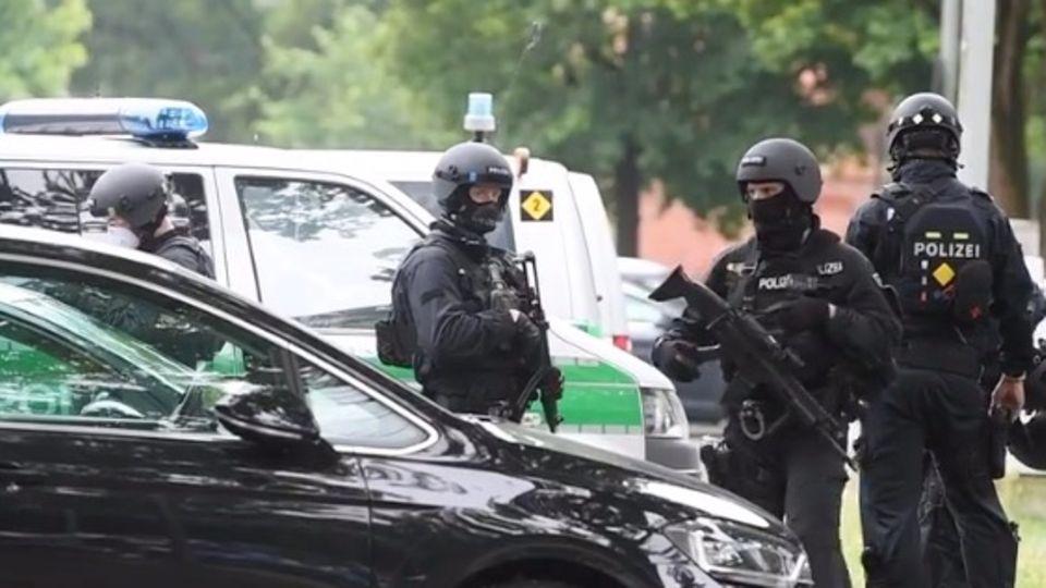 München: Auto fährt in München in Menschengruppe – Rockerfehde?