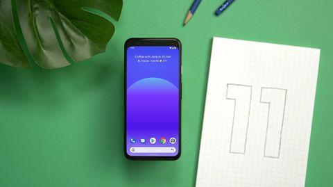 Ein Pixel-Smartphone mit installiertem Android 11. Googles Schwerpunkt liegt in diesem Jahr auf einer verbesserten Privatsphäre.