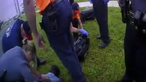 Screenshot zeigt Ausschnitt aus von der Polizei veröffentlichten Videos der Festnahme von Derrick Scott