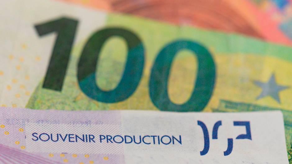Mit ähnlich offensichtlich falschen Euro-Noten wollte ein Achtjähriger in der Schweiz einkaufen (Symbolbild)