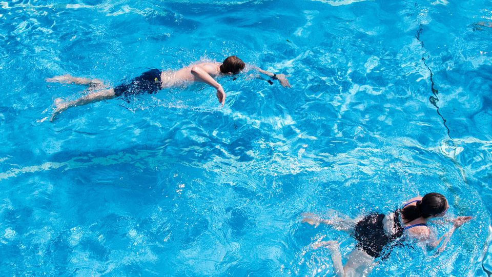 Corona-Pause: RKI warnt vor Legionellen in Schwimmbädern
