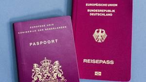 Im vergangenen Jahr wurden 128.905 Ausländer in Deutschland eingebürgert.