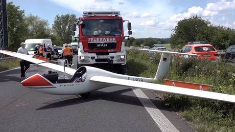 Segelflugzeug legt Notlandung auf Bundesstraße hin