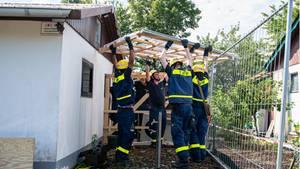Abriss der Gartenlaube des Verdächtigen im Missbrauchsfall von Münster durch das Technische Hilfswerk