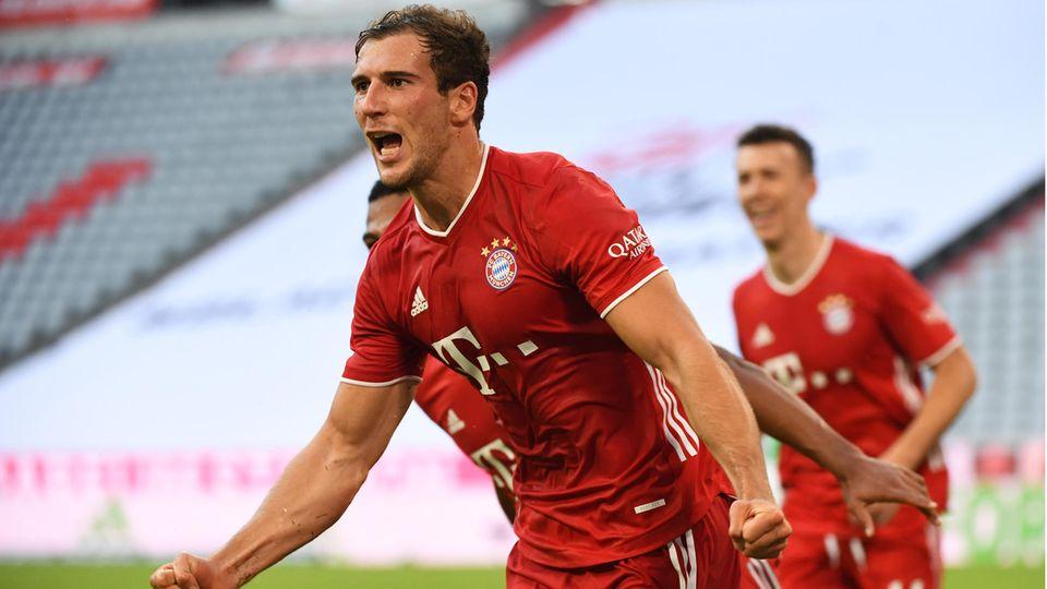 Bayern Münchens Leon Goretzka bejubelt sein Tor zum 2:1
