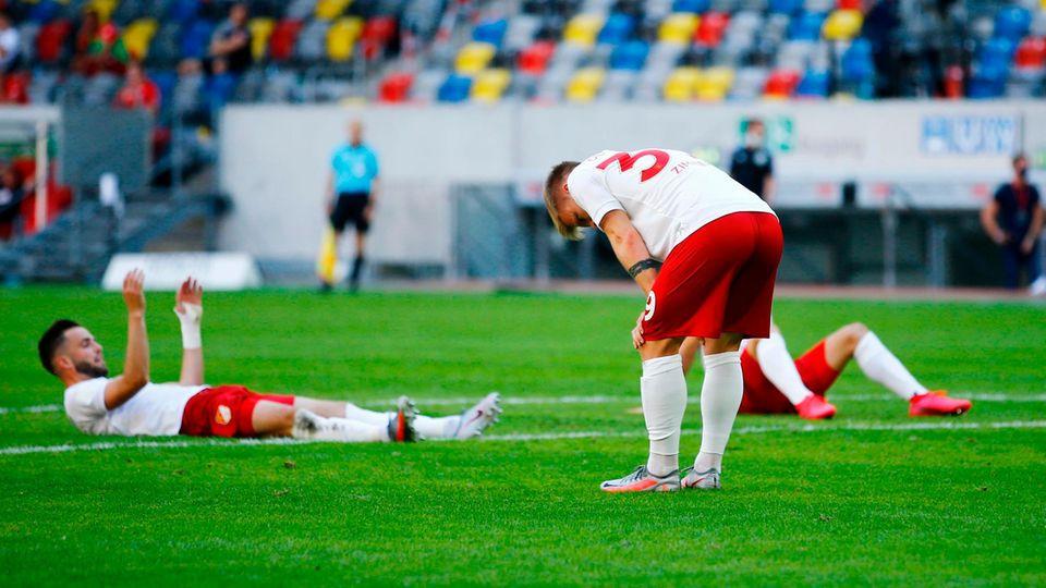 Enttäuschte Spieler von Fortuna Düsseldorf