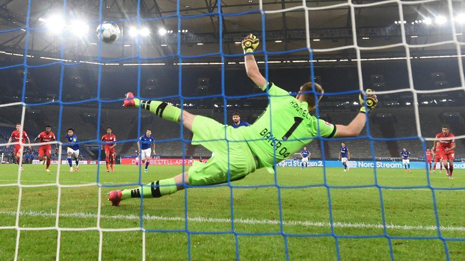 Schale-Elfmeter gegen Bayer Leverkusen