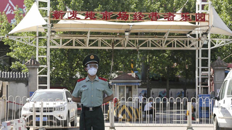 Der abgeriegelte Xinfadi-Markt in Peking