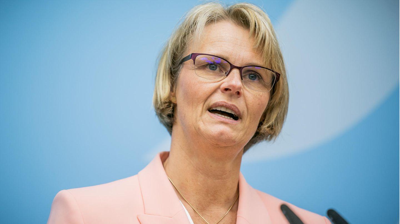 Bundesministerin für Bildung und Forschung Anja Karliczek - Corona-Zuschüsse