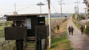 Südkorea, Paju: Soldaten der südkoreanischen Streitkräfte patrouillieren an der Grenze zu Nordkorea