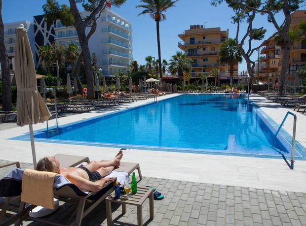 Hier muss keiner mit dem Handtuch die Liege am Pool reservieren: das RiuConcordia Hotel in Palma de Mallorca