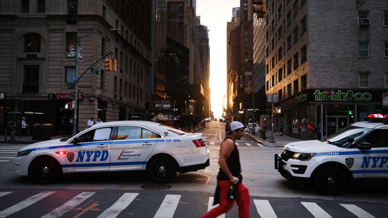 Polizeiwagen blockieren eine Straße in New York.