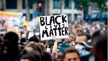 Eine Demonstration gegen Rassismus in Paris