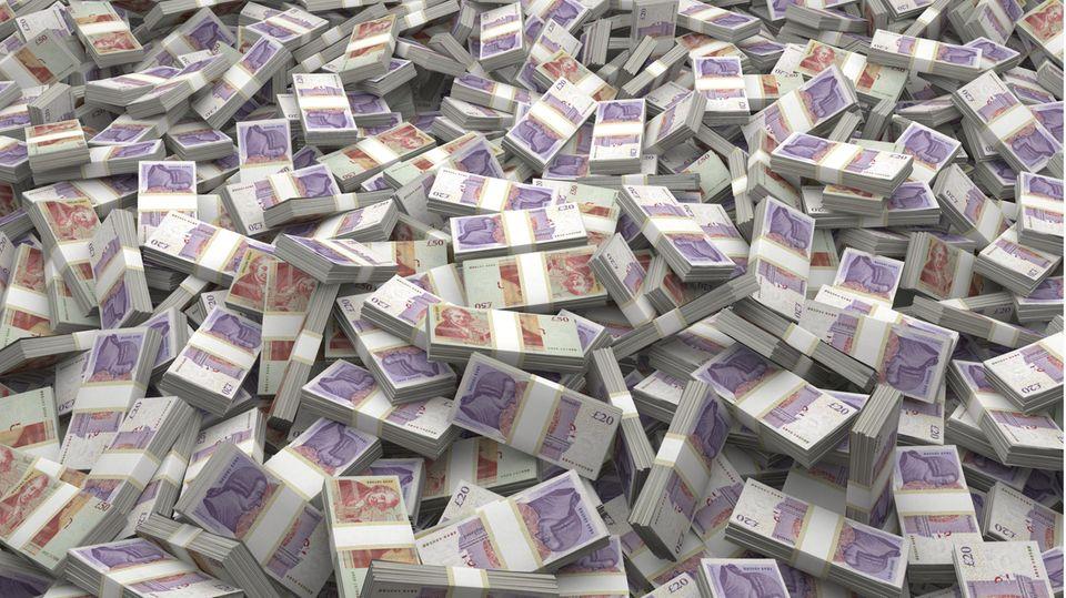 Haufen britischer Pfund-Noten