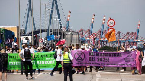 Extinction Rebellion blockieren Köhlbrandbrücke in Hamburg