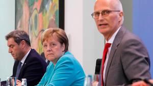 Bayerischer Ministerpräsident Markus Söder, Bundeskanzlerin Angela Merkel und Hamburgs Erster Bürgermeister Peter Tschentscher