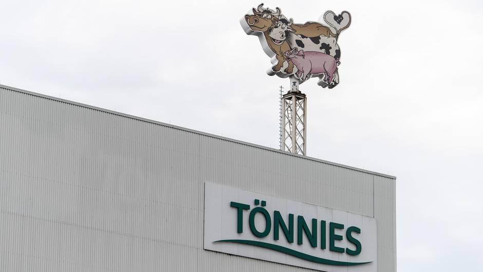 """Tönnies-Fabrik in Gütersloh: Hunderte neue Coronafälle in Fleischbetrieb – """"Ja, Mist"""""""