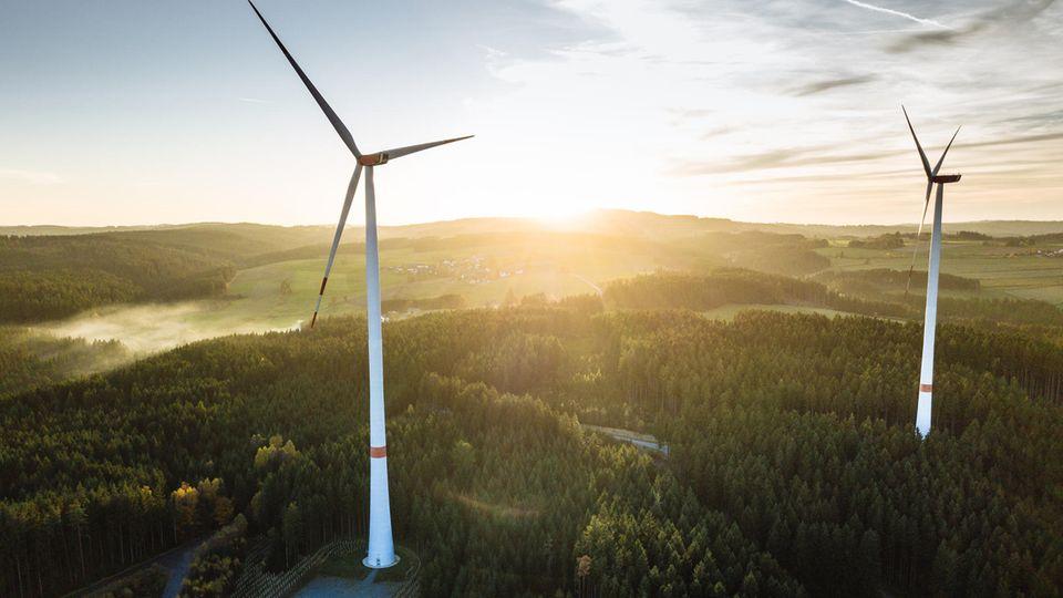 Derzeit wachsen Windkraftwerke auf über 200 Meter Höhe.