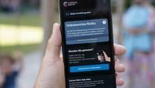 Corona-Warn-App: Gesundheitsämter klagen, dass die Leute damit nicht klar kommen.