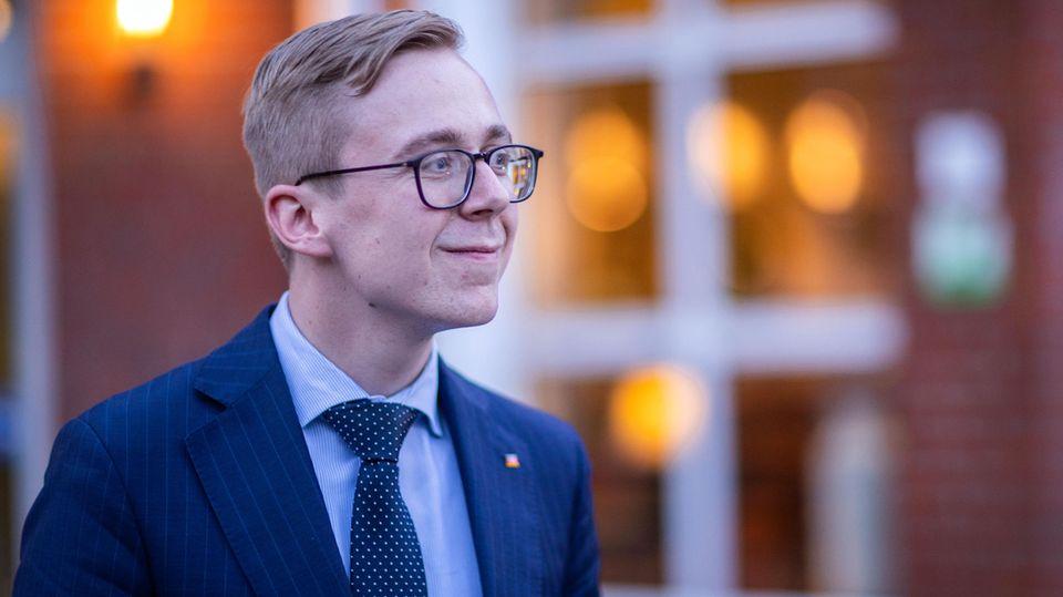 Philipp Amthor verlässt die Sitzung des CDU-Kreisverbandes Ludwiglust-Parchim