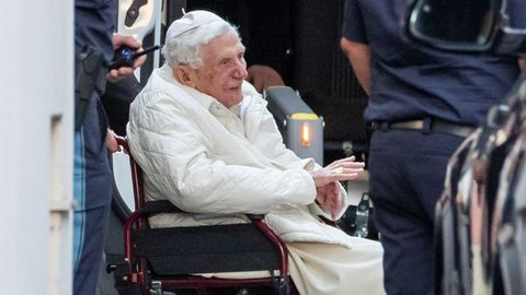 Papst Benedikt besucht schwer kranken Bruder in Regensburg