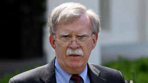 Hardliner und Enthüllungsautor : Der Mann, der sich mit Trump anlegt: Wer ist John Bolton?