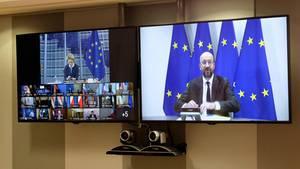 Charles Michel spricht zu den Staats- und Regierungschefs zu Beginn des EU-Videogipfels