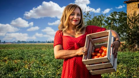 Hermina Deiana auf einem Tomatenfeld