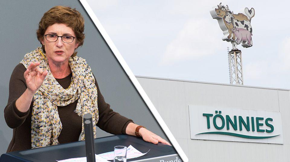 Grünenpolitikerin Britta Haßelmann neben einem Firmenlogo der Firma Tönnies