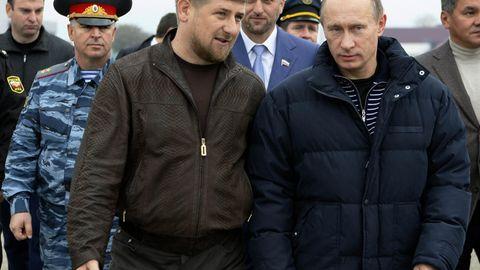 Ramsan Kadyrow und Soldaten aus Tschetschenien spielen seit Jahren eine wichtige Rolle in der Politik Putins – etwa in Syrien und in der Ostukraine.