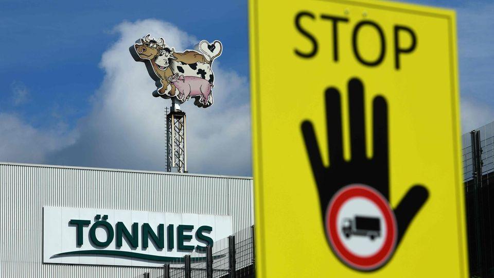 Tönnies-Fabrik in Gütersloh: Hunderte neue Coronafälle in Fleischbetrieb