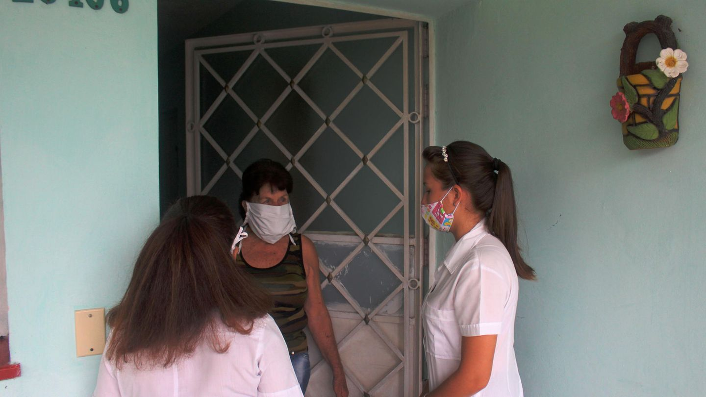Mit Hausbesuchen soll die Coronapandemie auf Kuba eingedämmt werden.