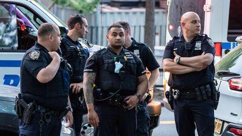 """New Yorker Polizisten während einer """"Black Live Matters""""-Demonstration (Symbolbild)"""